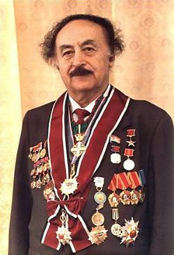 Мемориальная доска Гавриилу Абрамовичу Илизарову