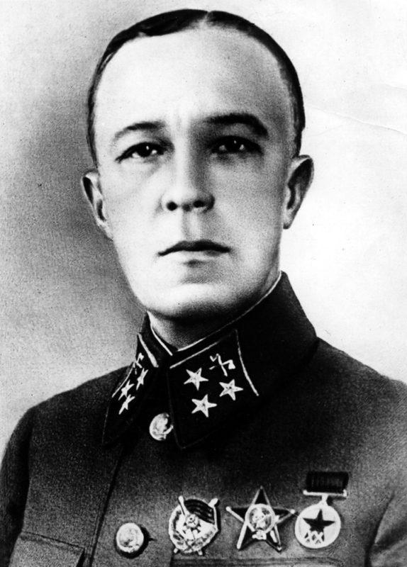 Мемориальная доска Дмитрию Михайловичу Карбышеву