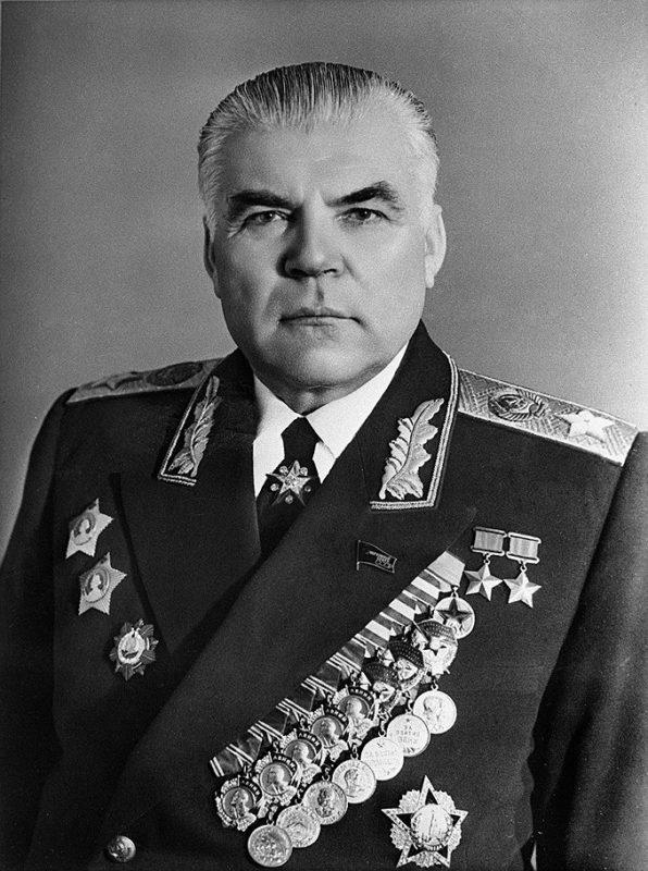 Мемориальная доска Родиону Яковлевичу Малиновскому